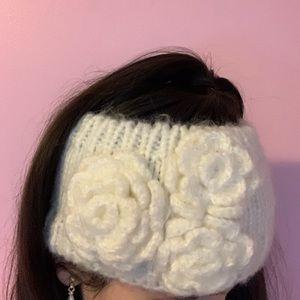 Warm knitted white headband ❄️